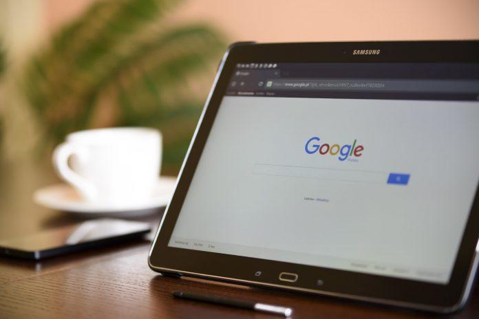 Co obsahují smluvní podmínky společností Facebook, Google a Amazon