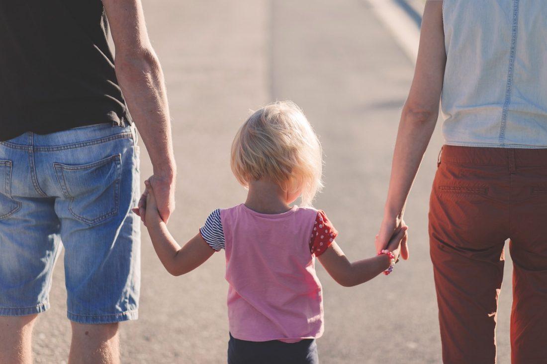 Nesezdaný pár si dítě neosvojí. Manželství je víc