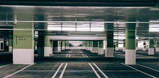 vykradené auto na parkovišti