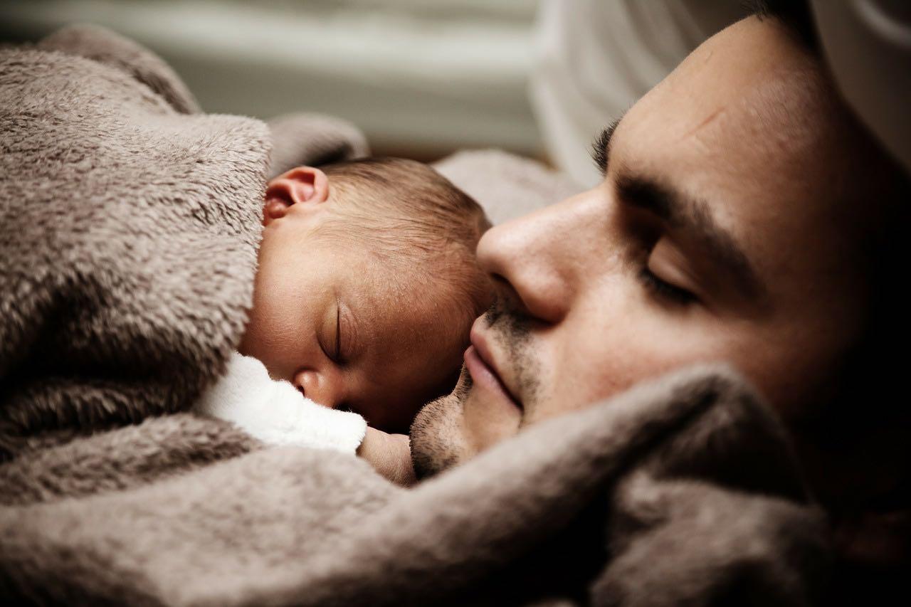 Otcovská dovolená – od kdy platí a kdo má na ni nárok?