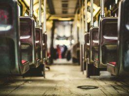 Práva revizora v hromadné dopravě - zadržení cestujícího