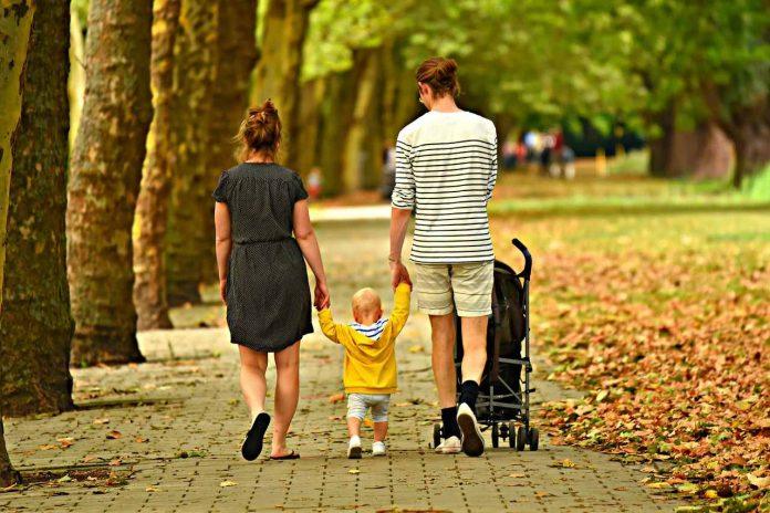 Příjmení manželů a jejich dětí