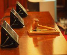 Kdo hradí soudní poplatky – prohrané spory se mohou prodražit